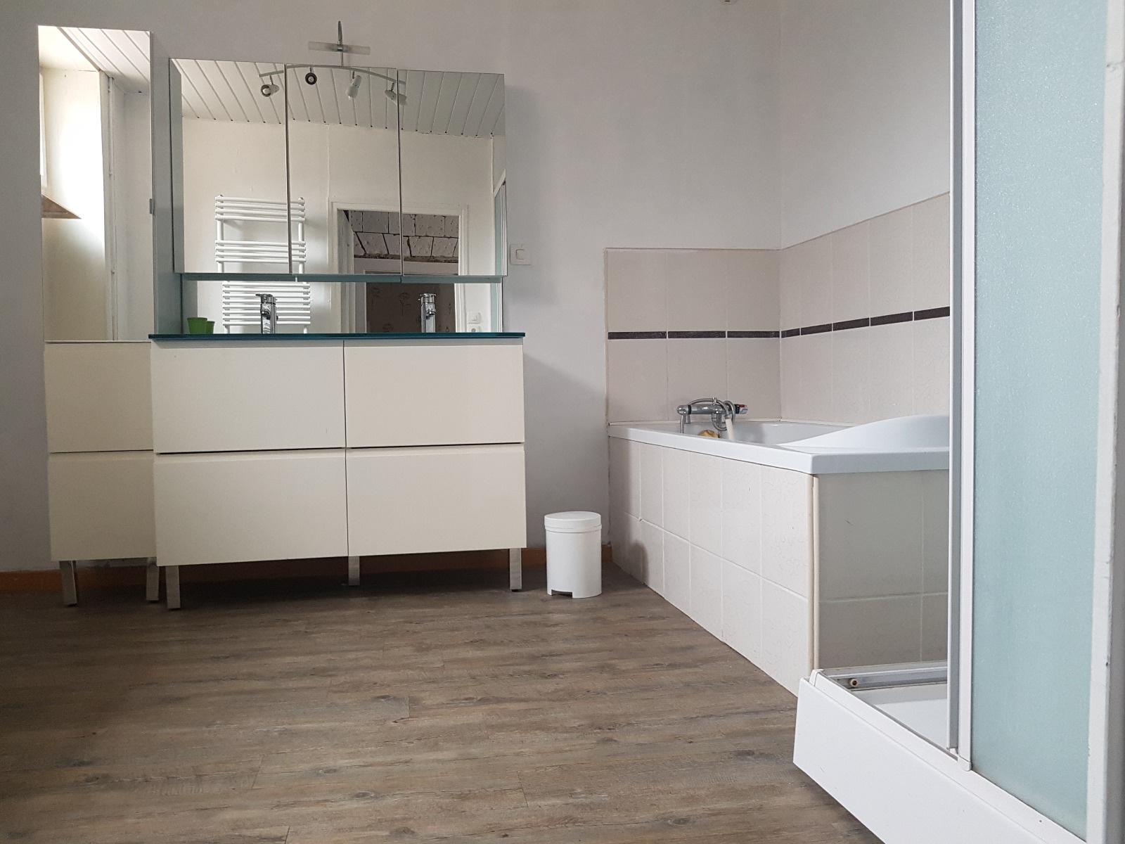 salle de bain 13m²( baignoire et douche)
